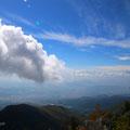 頂上より。雲とおなじ高さにいる〜!
