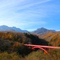 八ヶ岳高原ラインの東沢大橋より八ヶ岳を望む