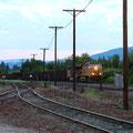 Neighborhoodーすんごい長い貨物列車(音が聞こえてから通過に5分以上)。