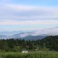 遠くの中央アルプスが雲間から姿を現し始めました。