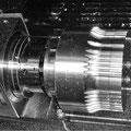 -gesteuerte Drehachse Material: 1.2842 (HRC 58)