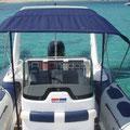 Embarcación de alquiler con toldo de sol