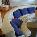 Cómodo sofá en el salón de la Princess V55