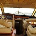 Confortables asientos de la Ferretti 53
