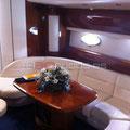 Asientos y mesa del barco