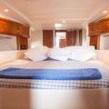 Vista del camarote del barco de alquiler en Ibiza