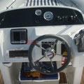 Puesto de mandos del barco de alquiler en a30nudos.es