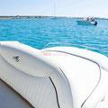 Embarcación de alquiler en Ibiza con solárium en popa
