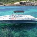 Costado de babor del barco de alquiler en Ibiza