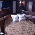 Camarote dotado con cama de matrimonio