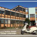 Unsere Firmen Vespa für unsere Kunden unterwegs.