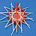 Der Legevorgang wird mit einer Lage Kreuzhalme abgeschlossen. Diese werden immer durch die Mitte gelegt. Zur verdeutlichung sind die Kreuzhalme in den beiden ersten Abbildungen orangefarben dargestellt. Den ersten Halm durch die Mitte legen.