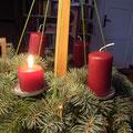 友人マリアのところにあるアドベントのキャンドル。「うちはシンプルよ」と言っていたけれど、こうして毎週末に火を灯してお祝いします。