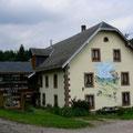 La façade de notre maison a été peinte par un artiste de la Vallée