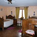 La chambre avec ses deux lits pour 1 personne