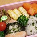 2011.3.30 牛肉をピーマンともやしと一緒に炒めて、卵焼きは青海苔入り。