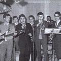 """1968 """"I diabolici"""" ad una festa di matrimonio in casa. Da sx T.Rizzuti,A,Scarcella,L.Cimino(voce)G.Gerace,T.Pipieri,G.Trescale,F.Le Pera(dietro A.Meligeni-M.Curia e B.Zangaro-foto di L.Cimino)"""