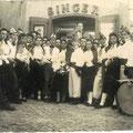 1955 Carnevale Una Quadriglia (foto ricordo davanti al negozio del fotografo D. Candia)