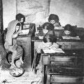 i banch'i ra scolә(banchi di scuola negli anni '50)