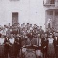 1951-In Via Ospizio una Quadrigllia. Giorgio Manfredi alla fisarmonica, Alfonso Capalbo alla batteria e Blandamura al violino