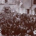 1932 Manifestazione davanti alla sezione del P.N. Fascista nella piazzetta di Gido Compagna( 'a gghjiazza)