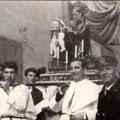 1960, 8 marzo, Processione di San Giovanni di Dio. Tra gli altri,Luigi Madeo,il vigile Lorenzo Ferrarese (foto di O. Cervino)