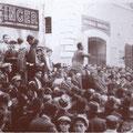 1936 Manifestazione in Piazza del Popolo . Parla  il maggiore Curti