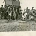 Metà anni '50 Pierino trebisonda davanti al suo camion con gli amici(Schiavelli, Bruno, Gennaro Reale ed altri) Il bambino a destra è Giorgio Trebisonda