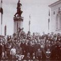 Anni '30 Manifestazione davanti al Monumento dei Caduti in piazza San Francesco