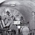 Anni '60. Bar Ariston la cantante Ettina Severo coi suonatori (da sx)Alfonso Capalbo,Vincenzo Blandamura, ?, e Giorgio Manfredi