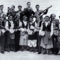 """1952 """"na quatrigghja"""" di piazza S.Francesco.In alto da sx, C.Malagrinò,R.Tortorella(tromba),A.Pianeta,A.Bruno,A.Cozzolino(chitarra). In basso da sx-il2°A.Silvestri,il 7°P.P.Petrone-l'8°P.Tricarico"""