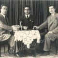 Aprile 1940 - Nello studio Martino da sx Alfonso Martino, Visciglia Francesco(emigrato) e Leonardo Massimilla