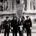 (foto fam. Leonetti) 27-3-1961 foto ricordo a Roma del Sindaco Giovanni Leonetti con le guardie comunali(da sx) Pirro, Romano e Lavorato,in occasione della ricorrenza del 100º anniversario dell'Unità d'Italia