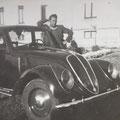 1937 - Davanti l'ospedale di Corigliano - Salvatore Chiaro e la macchina, FIAT 1500 6C dell'avvocato Vincenzo Fino