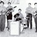 """1963 Complesso musicale """"Le Giubbe Rosse"""" Antonio Gattuso(ch.ritmica)Antonio Lazzarano(chitarra solista)Peppino Gallina(batteria)Lucio Gallina(sax)Franco Lazzarano(chitarra basso)"""