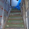 階段の施工完了 天井高が高いため一苦労