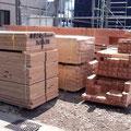 プレカット木材たちが建前はまだかと待っています