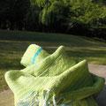 UV効果&吸湿効果があるシルク糸を使い初夏を快適に♪ 使いやすい長さで通勤などにもおすすめです。 シルク30% 幅22×155センチ