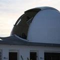 Faustino preparando la cúpula del T77 para la emocionante noche de captura del asteroide.