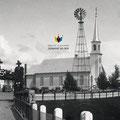 L'église de Sainte-Hedwidge lors des célébrations du 25e anniversaire de la municipalité en 1934. Fonds Studio Chabot.