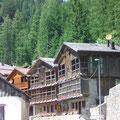 300 Jahre alte Holzhäuser in Agordo
