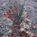 Riss in der Erdkruste lässt Hitze Schwefeldämpfe austreten