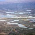 Landebahn von Arctic Village davor der Chandalar River - wir fliegen weiter
