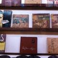 武家屋敷の青柳家の中はレコードのコレクションが