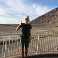 Jakob im Death Valley, ideal mit Kappa bei 49 Grad, USA August 2019
