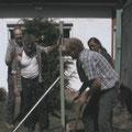 Unter Christels und Andreas Anleitung - Schwerarbeit