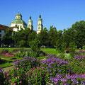Die Basilika St. Lorenz ist aus (fast) allen Blickwinkeln schön. So wie hier aus dem Hofgarten. (Foto: Stadt Kempten)