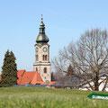 Die Kirche im Kemptener Stadtteil Lenzfried ist ein markanter Punkt. (Foto: Stephan Schöttl)