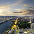 Ein Blick über Wien lohnt sich auch, wenn es Abend wird und die Lichter angehen (Foto: WienTourismus/Christian Stemper)