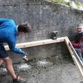 Befestigung an der Stützmauer